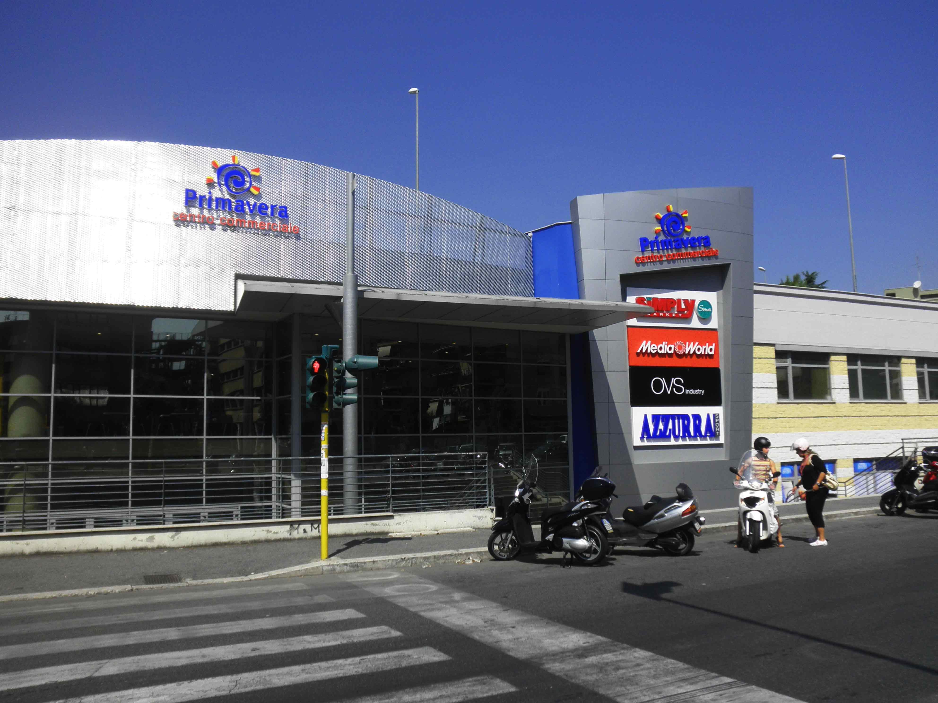 Centro commerciale primavera negozi orari indirizzo e for Centro commerciale campania negozi arredamento
