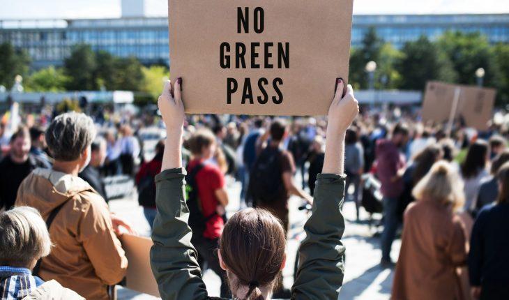 Manifestazione a Roma contro il Green Pass Giornalista aggredito